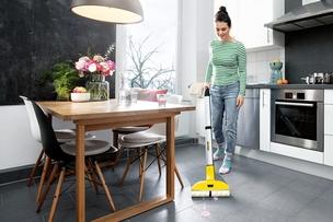 Ako umývať podlahu efektívne, tak aby ste sa pri tom nezapotili?